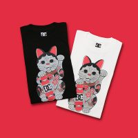 "atmos x THREE TIDES TATTOO x DC shoes ""MANEKINEKO TEE"""